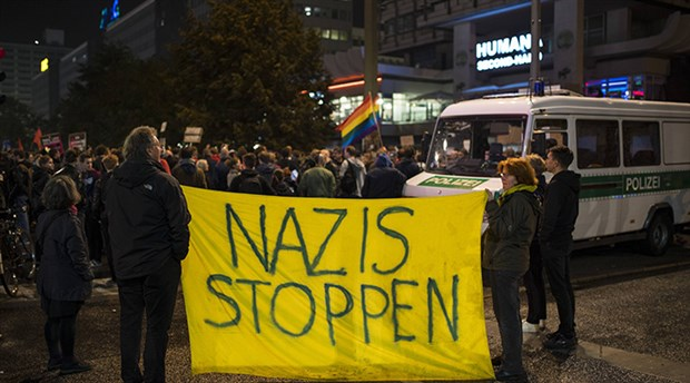Alman faşistlerden 'cambaza bak' hilesi
