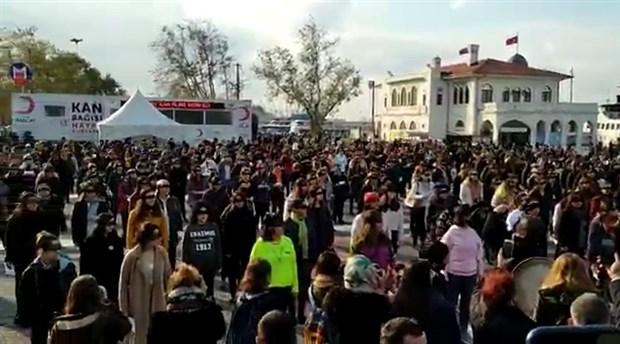 Kadıköy'de 'Las Tesis Türkiye' için toplanan kadınlara polis müdahalesi