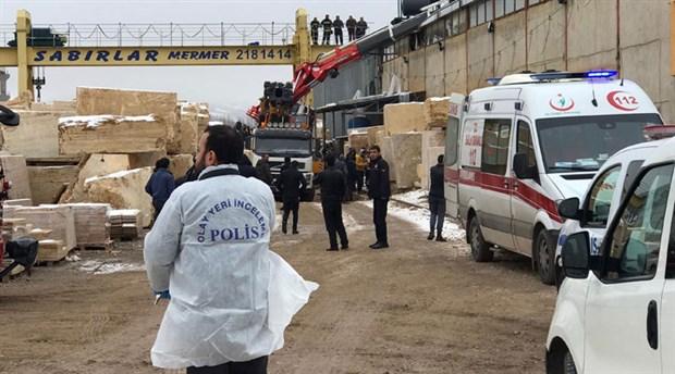 Sivas'ta iş cinayeti:  Devrilen vinç kolunun altında kalan işçi yaşamını yitirdi