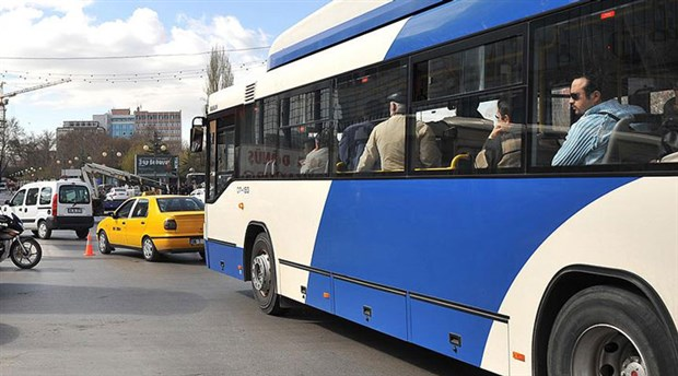 Yolcularla tartışan şoför otobüsü dakikalarca bekletti
