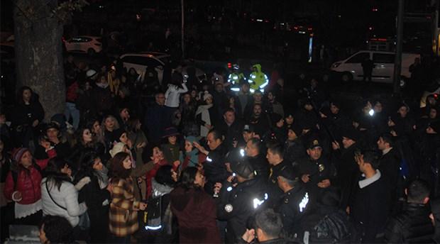 Kadınların danslı eylemine polis müdahalesi: 10'a yakın kadın gözaltına alındı