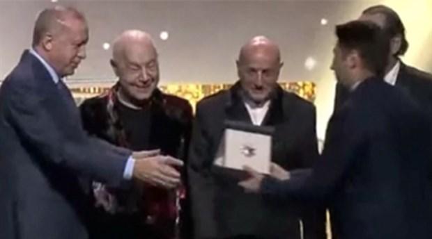 Mazhar Alanson'dan Erdoğan'a: Bu ödülü ömrümün sonuna kadar saklayacağım