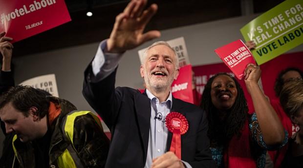 Gençlerin tercihi Corbyn geleceği kazandı