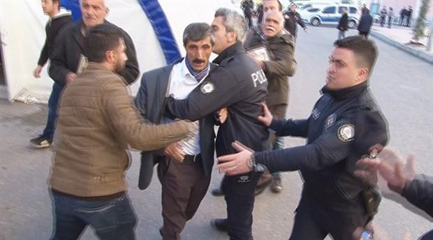 HDP Diyarbakır İl Başkanlığı önünde arbede
