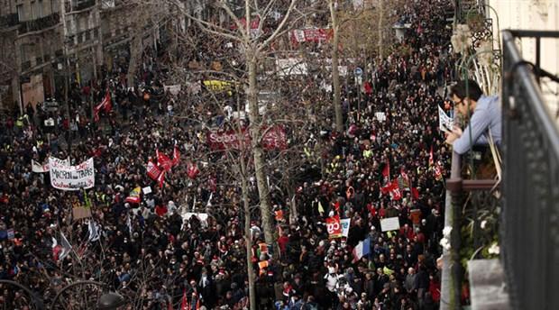 Fransa'da genel grev 13. gününde: Yüzlerce doktor sokağa çıktı