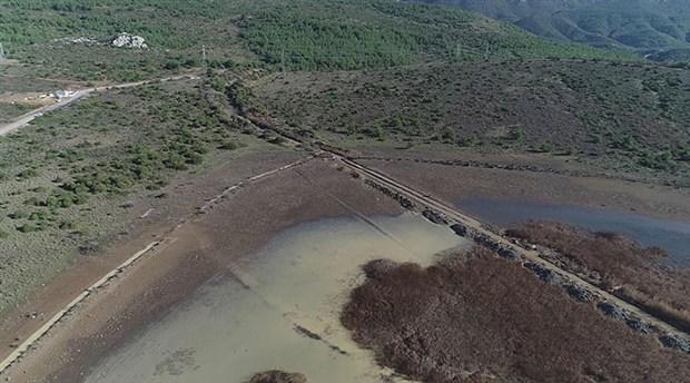 İris Gölü'ne, kepçelerle dev kanallar açıldı