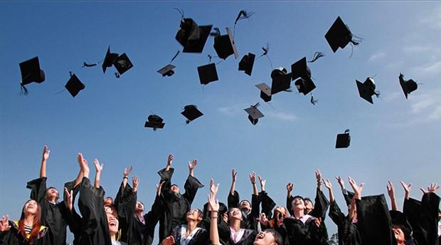 Üniversite mezunları artık daha az kazanıyor