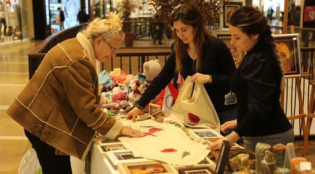 Gaziemirli kadınlardan el emeği sergisi