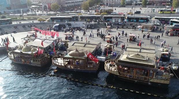 Eminönü'ndeki balıkçı teknelerine tahliye yolu açıldı