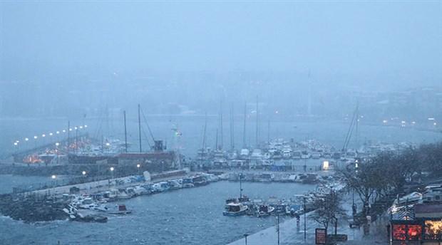 Kuzey Ege ve Güney Marmara'daki adalara ulaşım sağlanamıyor