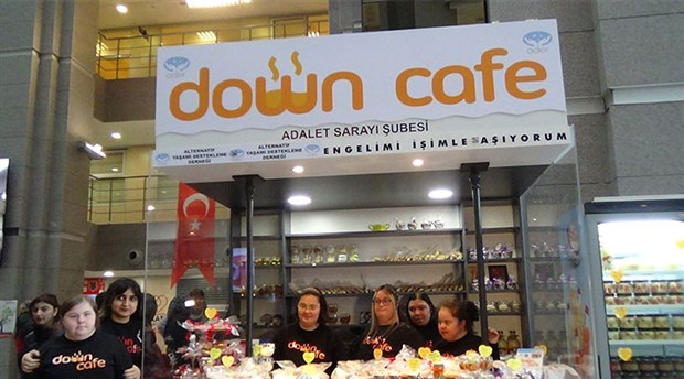 """İstanbul Adliyesi'nde """"Down kafe"""" açıldı"""