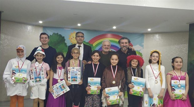 İlkokulda masal yarışması: Gökyüzünü iten kuş kazandı