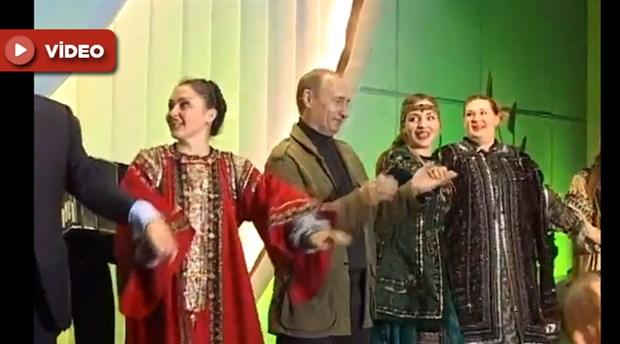 Kremlin, Putin ve Bush'un dans ettiği anları paylaştı