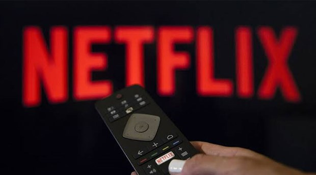 Netflix, Burak Aksak ve Selçuk Aydemir'in hazırladığı '50 Metrekare' setinden ilk videoyu paylaştı