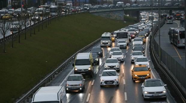 İstanbul'da trafik yoğunluğu: Yüzde 76 seviyesine ulaştı