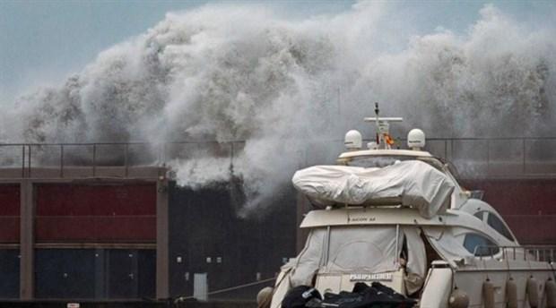 İspanya Gloria Fırtınası'na teslim: 5 kentte kırmızı alarm verildi