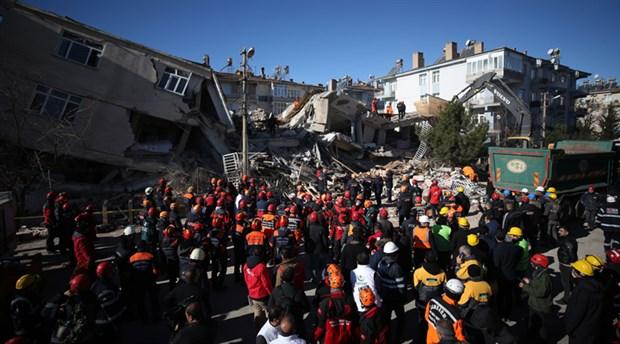 İBB, deprem bölgesinde 158 personel ve 23 araçla çalışmalara katılıyor