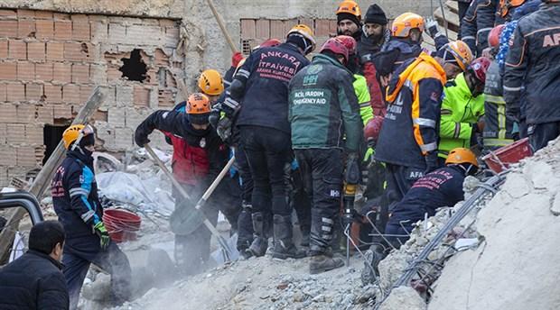 Elazığ'daki depremde 45 kişi enkazdan sağ kurtarıldı