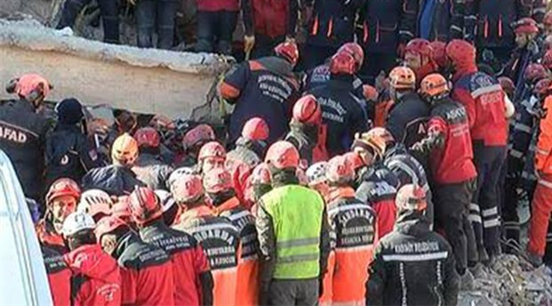 Elazığ Sürsürü'de enkaz altındaki 2 kişiye ulaşıldı
