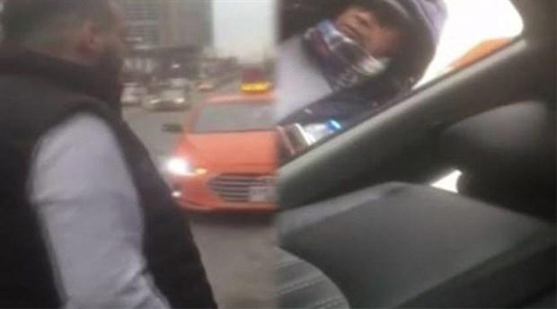 Taksiciler turizm şirketi aracının önünü kesip evrak kontrolü yaptı!