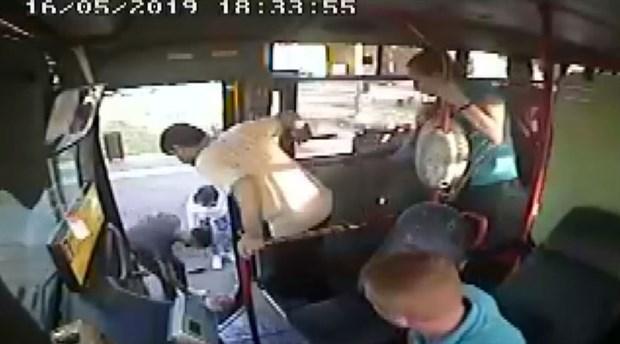 Yolcunun düşmesine neden olan halk otobüsü şoförüne hapis istemi