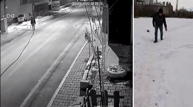 Karda yürüyüp izini belli eden hırsız yakalandı