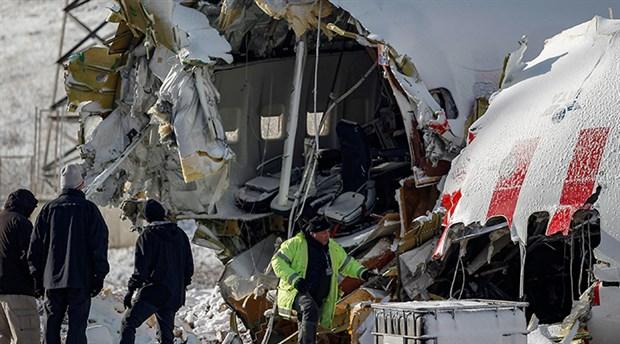 ABD'den gelen heyet kaza yapan uçağın enkazını inceliyor