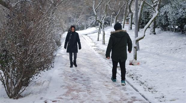 İstanbul'da beklenen kar geldi: Ne kadar sürecek?