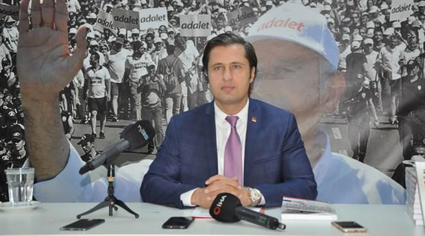 CHP İzmir'de Deniz Yücel yeniden başkan