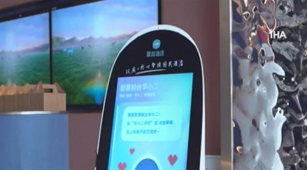 Çin'de bir otelde koronavirüs salgınına karşı robotlu önlem