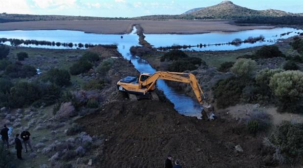 Karaburun'daki İris Gölü'nde açılan kanallar kapatıldı