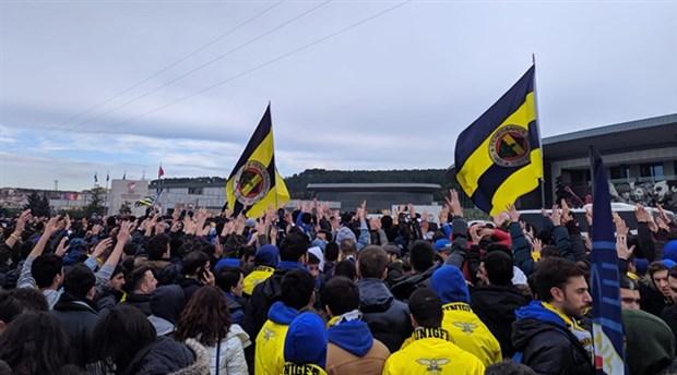 Fenerbahçe taraftarlarından TFF protestosu