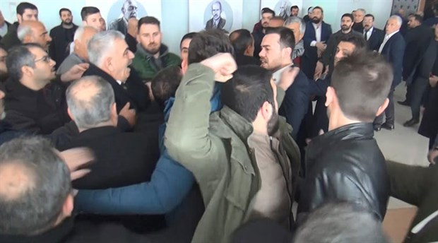 CHP İl Başkanlığı kongresinde yumruklu kavga