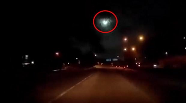 Malezya'da meteorun düşme anı kameraya yansıdı