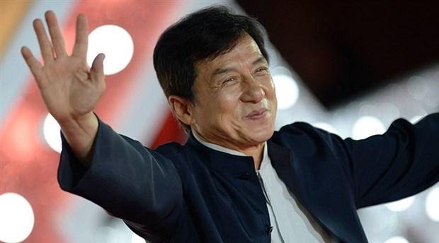 Jackie Chan koronavirüsten karantinaya alındı iddiası yalanlandı