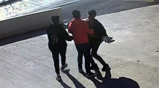 Sosyal medya için video çeken genci bayıltana kadar dövdüler