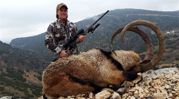 ABD'den Adıyaman'a gelen çift ender görülen dağ keçisini öldürdü