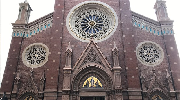 Beyoğlu'ndaki Sent Antuan Kilisesi satılığa çıkarıldı