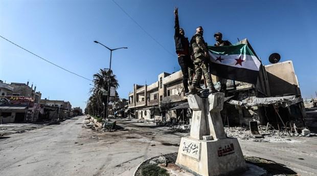 İdlib'deki cihatçılar, kritik önemdeki Serakib'i yeniden işgal etti