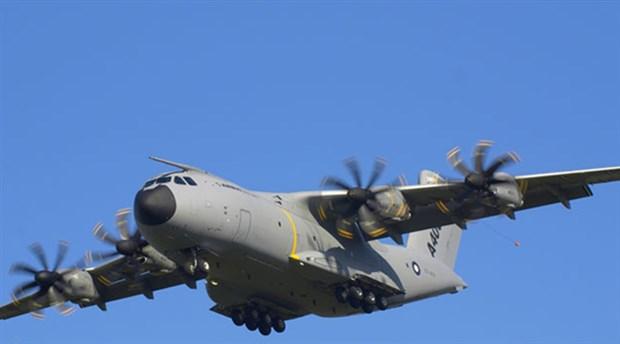 İspanya'da askeri uçak denize düştü