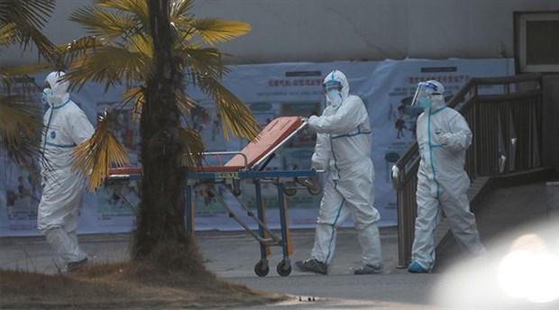 Kıbrıs'ta koronavirüs nedeniyle sınırlar kapatıldı