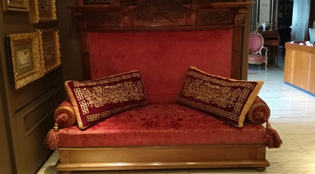Satış iptal: 100 bin liraya satılan taht II. Abdülhamid'in çıkmadı