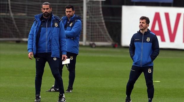 Emre Belözoğlu, Fenerbahçe antrenmanında teknik heyette