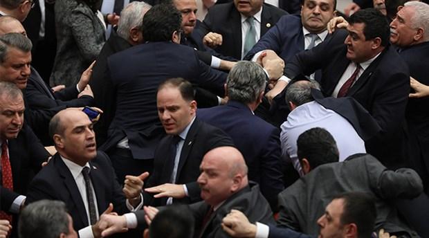 Konuşurken AKP başkanı eleştirilince Cumhurbaşkanı