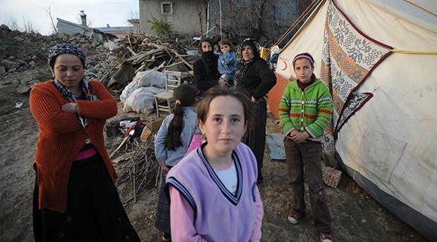 Deprem çadırında kadın olmak: Yoktan var  eden onlar yok sayılan  yine onlar