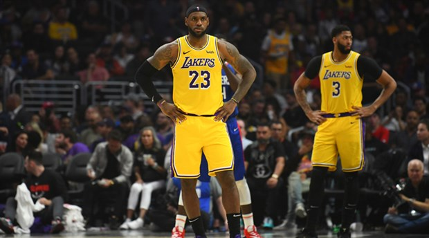 Los Angeles derbisinin galibi Lakers