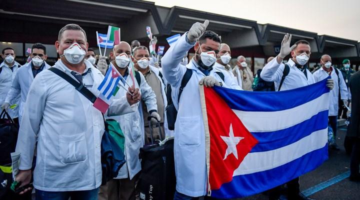 Kübalı doktorlar İtalya'da: 'Devrimci bir görevimiz var'