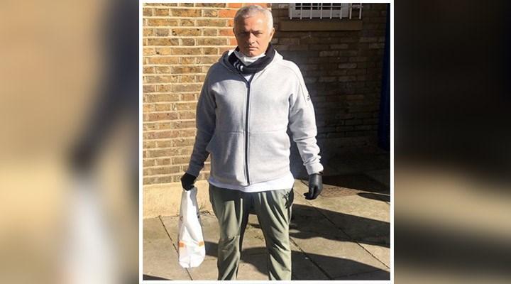 Jose Mourinho yardım için sokaklarda: Yardım paketlerini hazırlayıp dağıttı