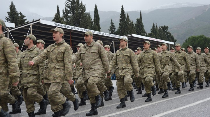 """Askerlikte koronavirüs düzenlemesi: """"Yanaşık düzen"""" sona erdirildi"""