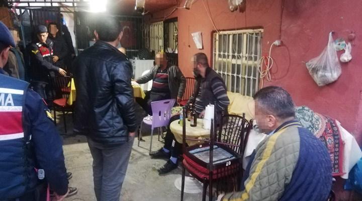 Kıraathaneye dönüştürülen eve jandarma baskını: 9 kişiye para cezası